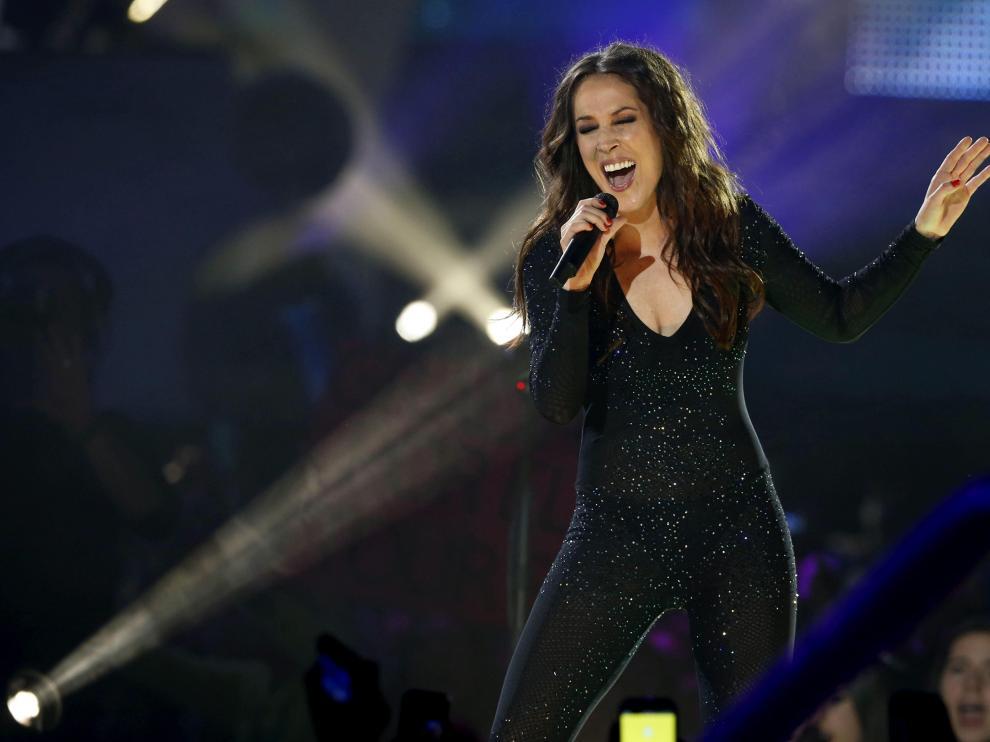 La cantante Malú durante su actuación en la gala de entrega de los premios