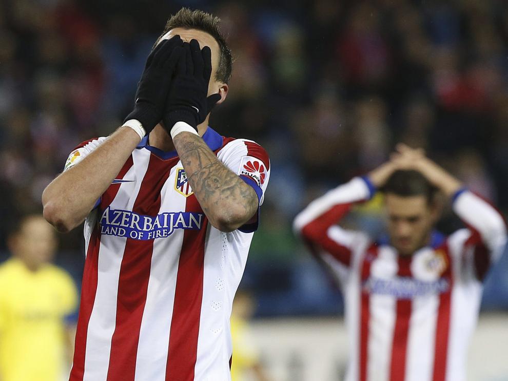 Los jugadores del Atlético se lamentan tras el gol del Villarreal