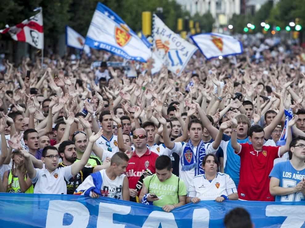Miles de zaragocistas tomaron la calle para pedir la supervivencia del Real Zaragoza