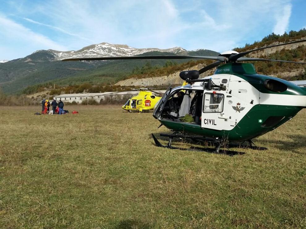 Una imagen del rescate del montañero en Ansó
