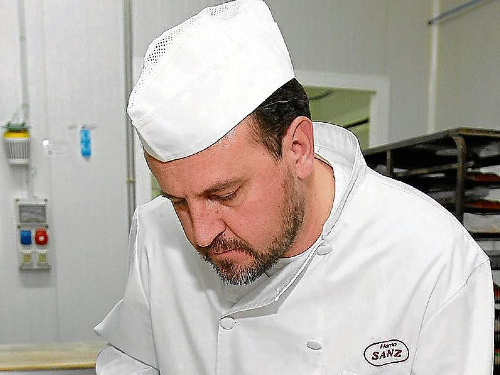 Jorge Sanz elabora el roscón de Reyes del Horno Sanz.