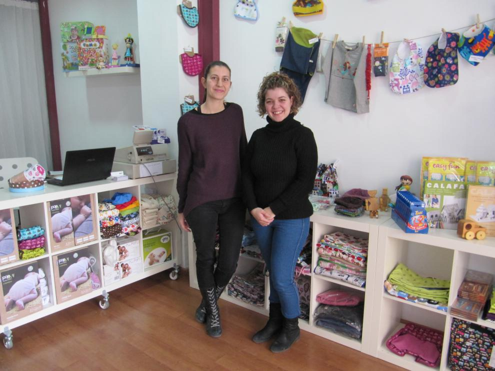 Vanessa Pérez y Patricia Ramos, en su tienda Menuda Tribu