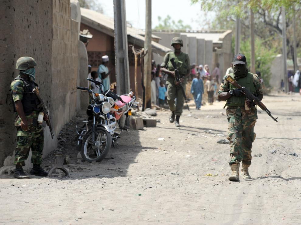 Imagen de archivo de soldados nigerianos patrullando las calles