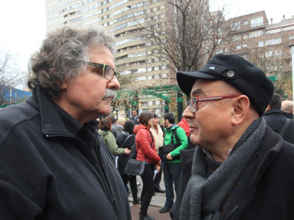El militante de Podemos Javier Madrazo (d), junto al diputado de ERC Joan Tardá