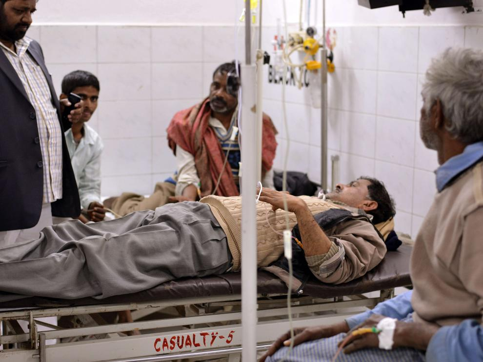 Mueren 27 personas tras ingerir alcohol adulterado en la India