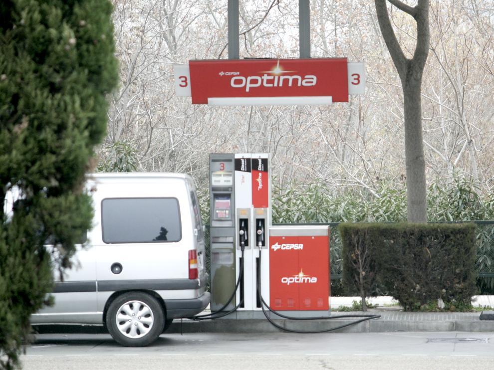 La mayoría de estaciones aragonesas mantienen el litro de gasolina por encima del euro