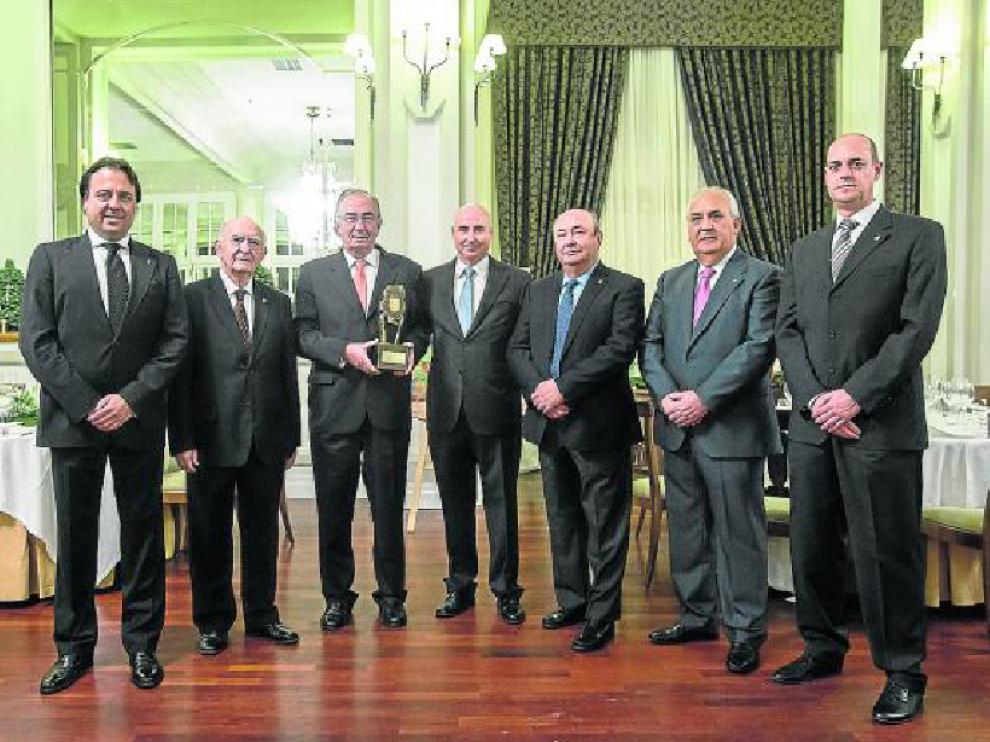 De izquierda a derecha, Germán Arnillas, Antonio Calvo, Amado Franco, Julio Beltrán, Antonio Miñano, Julio Ortego y Mariano Peleato, ayer por la noche, en el Gran Hotel de Zaragoza.