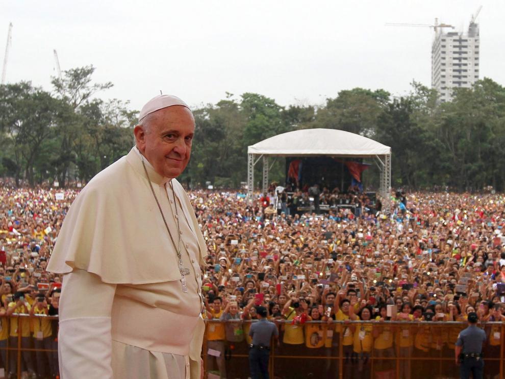 El Papa Francisco en la multitudinaria misa que tuvo lugar este domingo en Manila