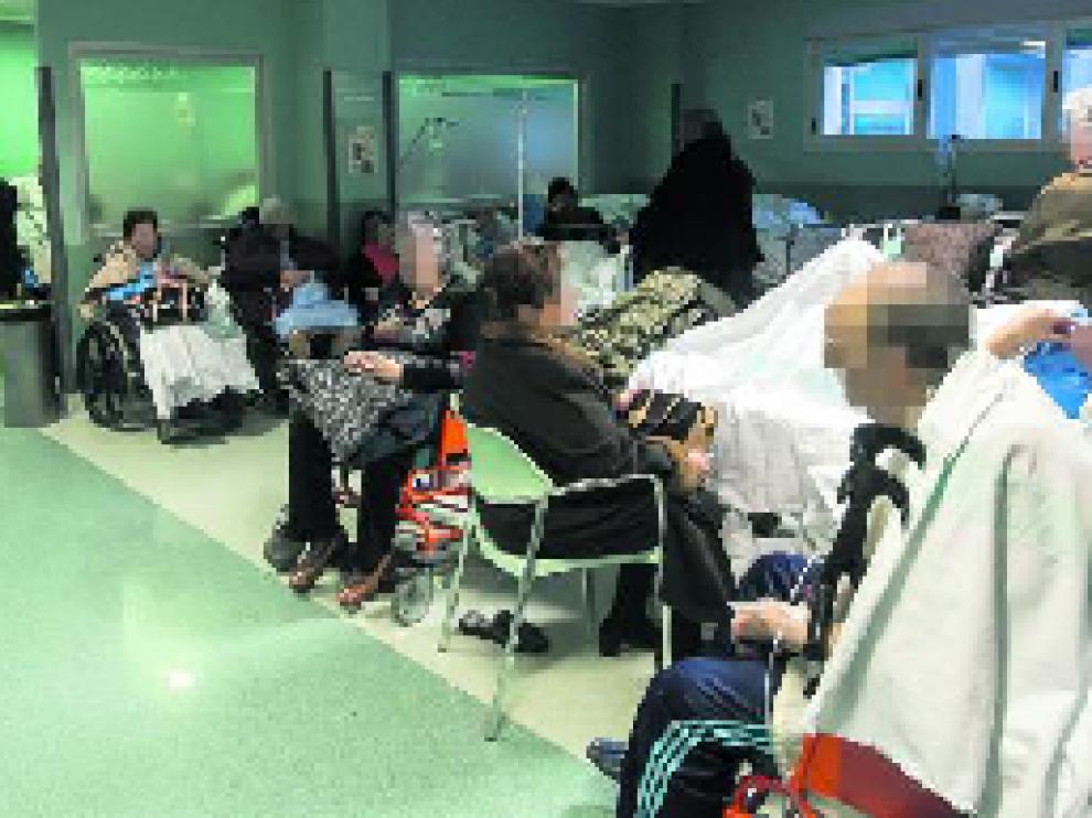 """Las urgencias hospitalarias de varios centros sanitarios de Zaragoza se vieron """"saturadas"""" la pasada semana."""