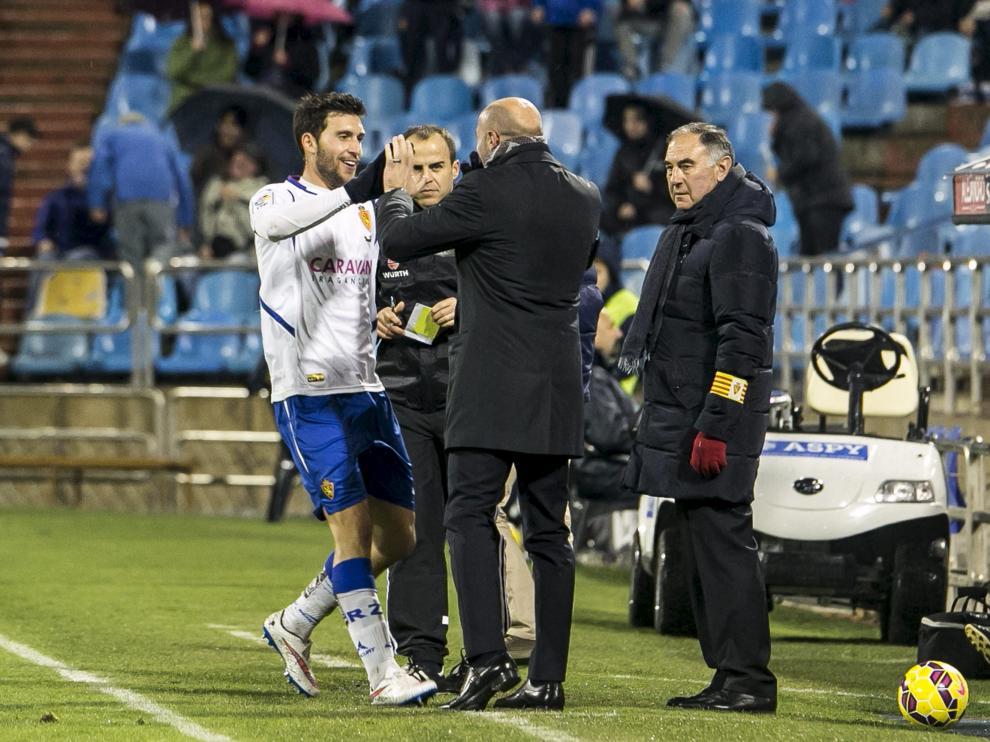 Borja Bastón abraza a Popovic tras su primer gol ante el Leganés
