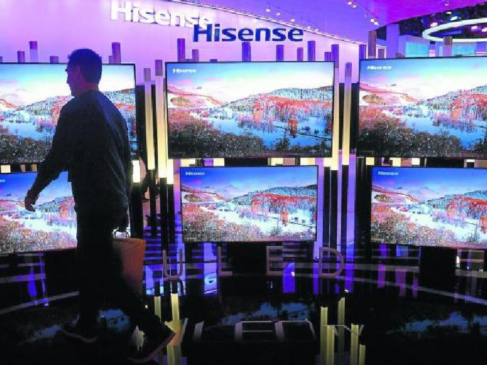 Expositor de televisores en la Feria de Electrónica de Consumo celebrada en Las Vegas.