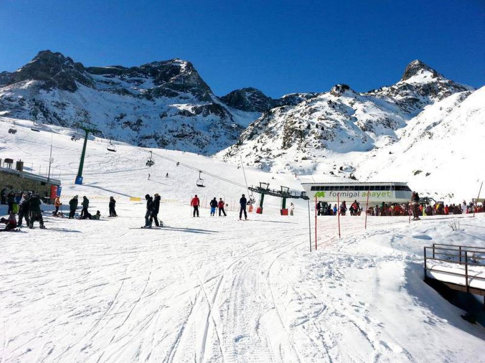 Fin de semana con nieve, buen tiempo y ganas de esquiar