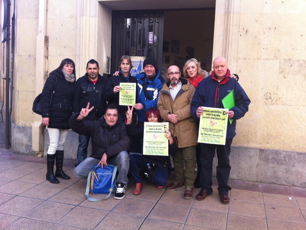 Enfermos de hepatitis C y miembros de la plataforma de afectados, tras el encuentro mantenido este jueves en la FABZ.