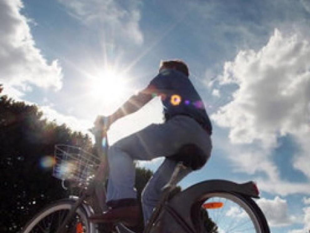 Francia experimenta con éxito pagar a quienes van al trabajo en bicicleta