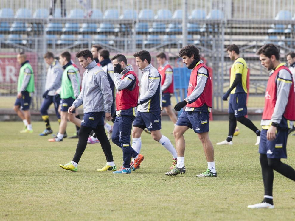Los jugadores del Real Zaragoza preparan el partido contra el Recre