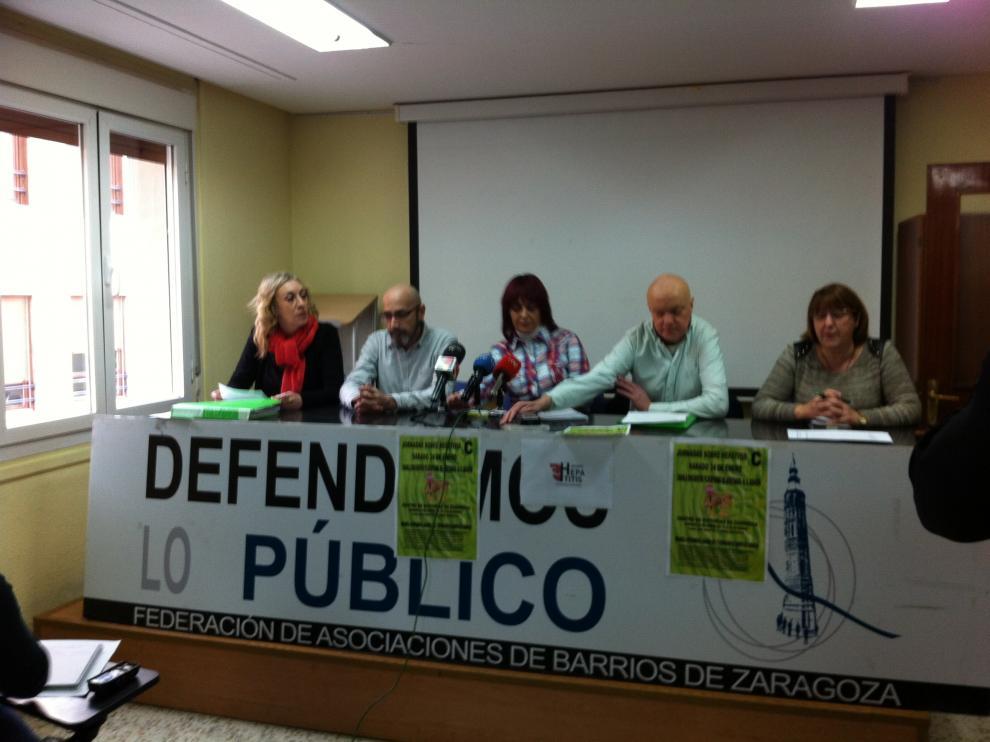 Miembros de la Plataforma de Afectados por la Hepatitis C, en un momento de la rueda de prensa.