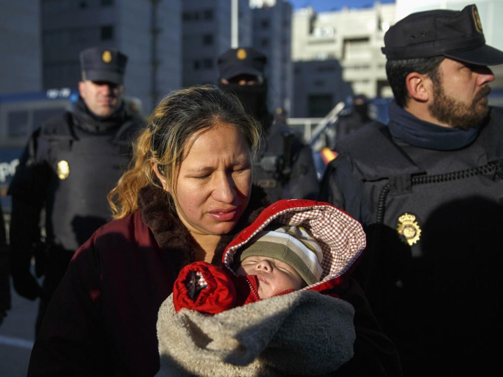 Desahuciada en Madrid una familia con dos hijos, uno de ellos de un mes y medio de vida
