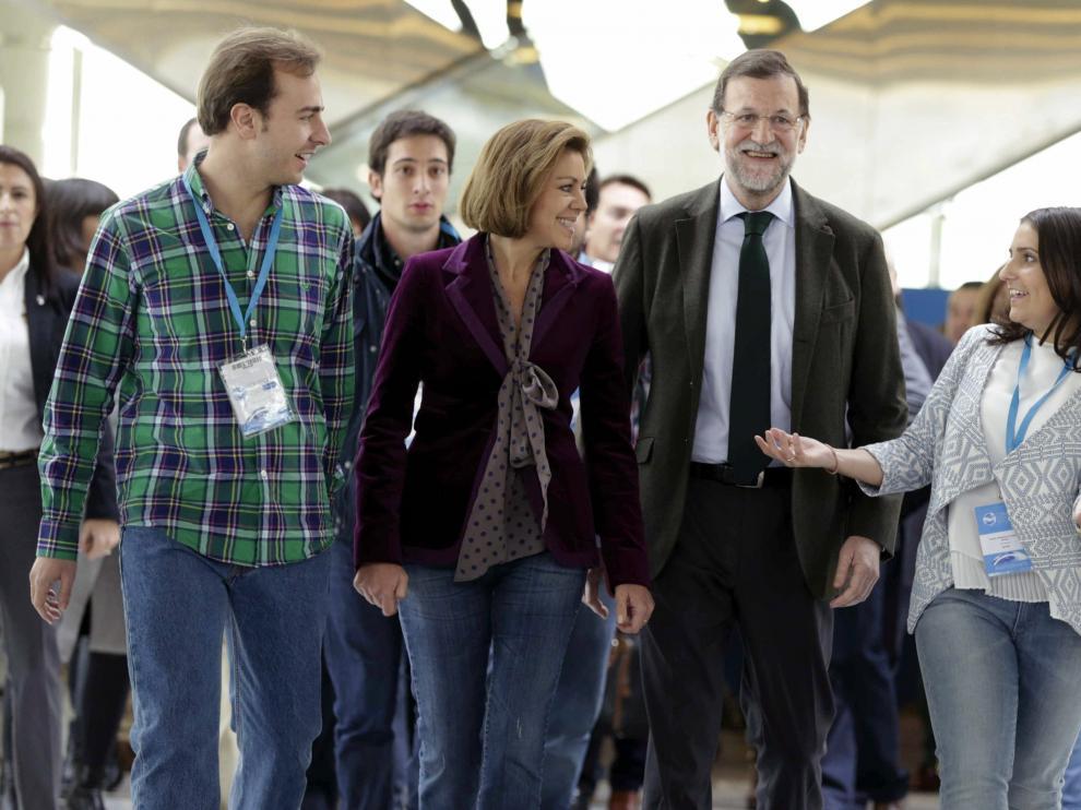 Mariano Rajoy, con Dolores de Cospedal, y los líderes de las juventudes del PP Beatriz Jurado y Javier Dorado