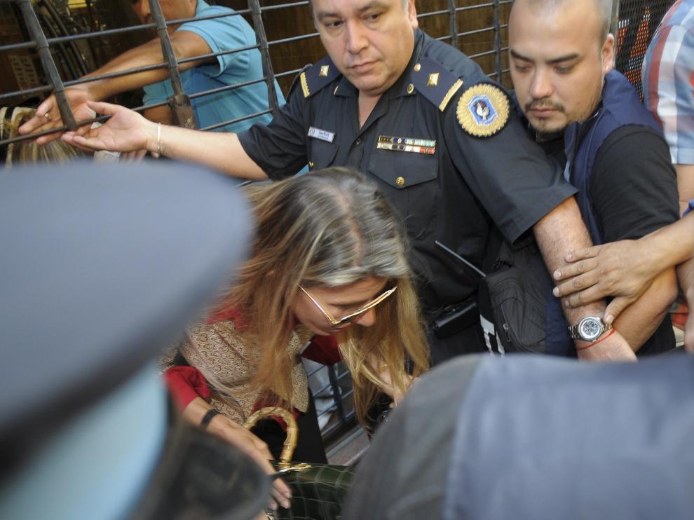 La exmujer de Nisman sale del juzgado después de declarar