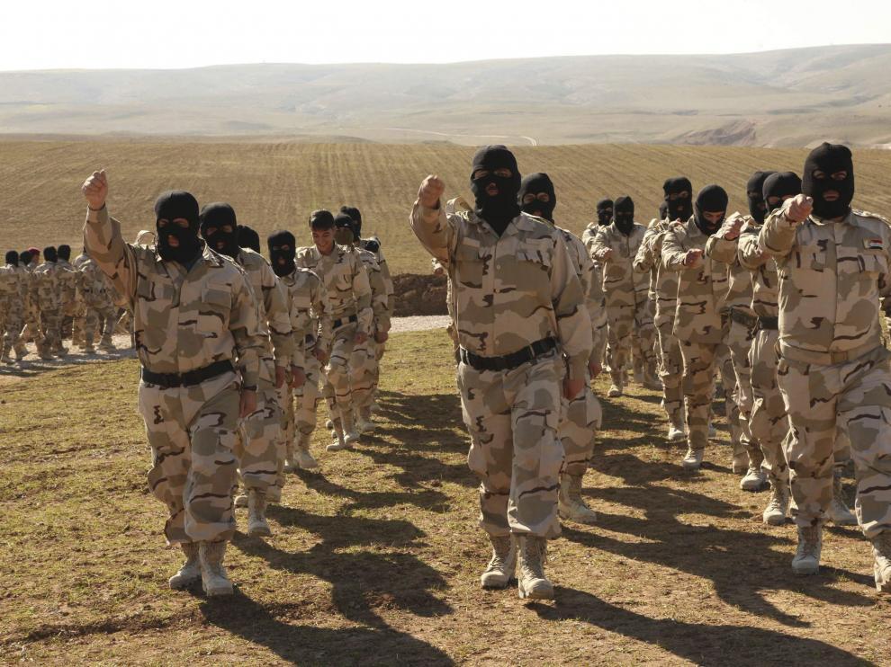 Voluntarios de Mosul, durante un entrenamiento para la lucha contra el Estado Islámico.