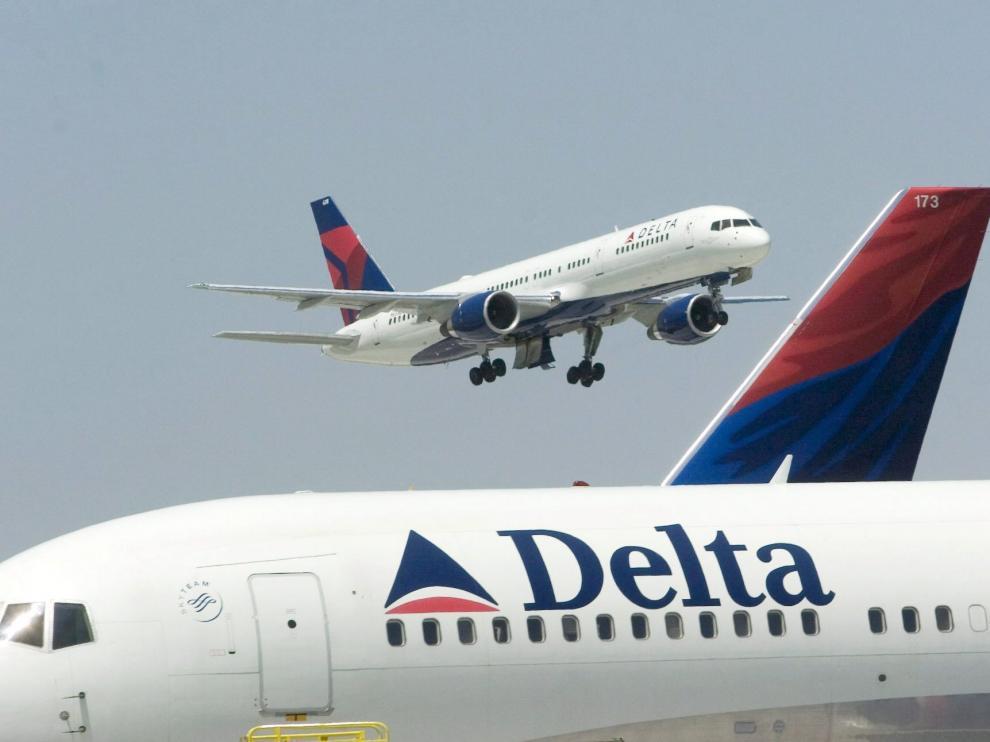 Imagen de archivo de dos aviones en el aeropuerto de Atlanta