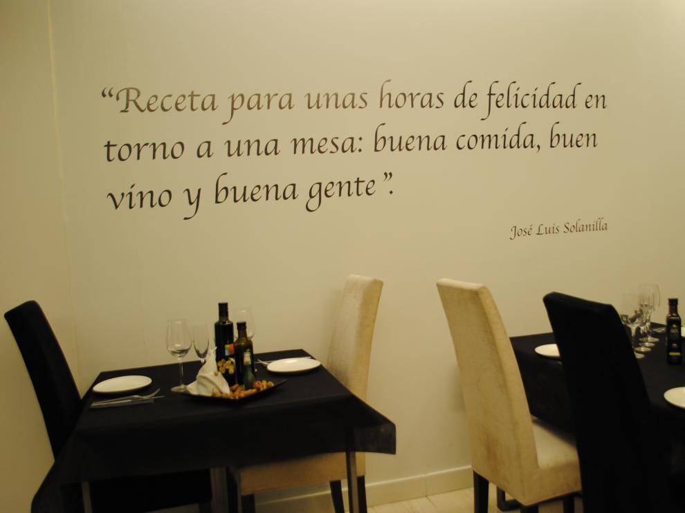 Receta que decora las paredes de un restaurante zaragozano.