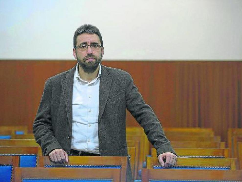 Luis Oriol, en la Facultad de Ciencias, donde releva en el puesto de decano a Anabel Elduque.