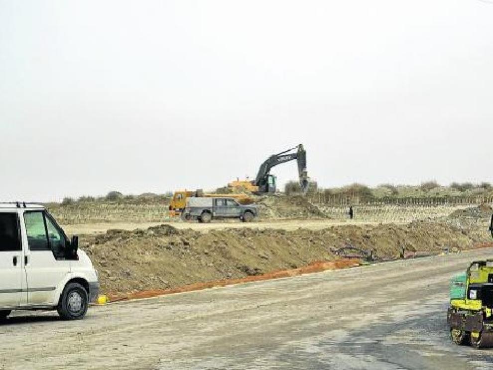 Las máquinas trabajan ya en el polígono ubicado en la carretera de Pradilla.