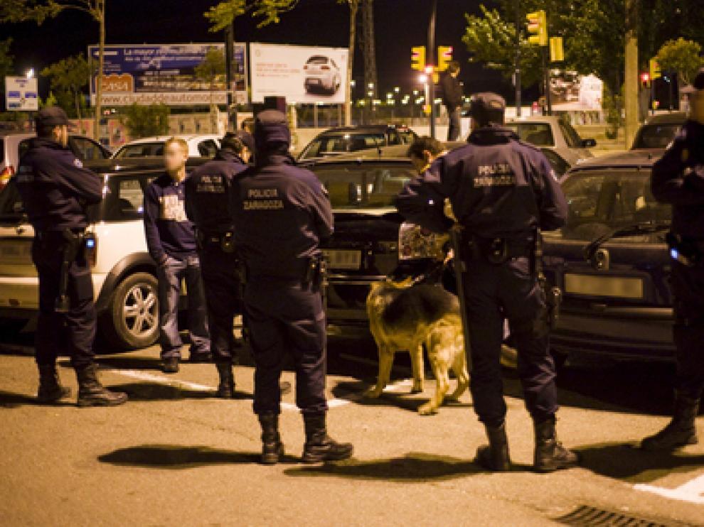 Efectivos de la UAPO de la Policía de Zaragoza