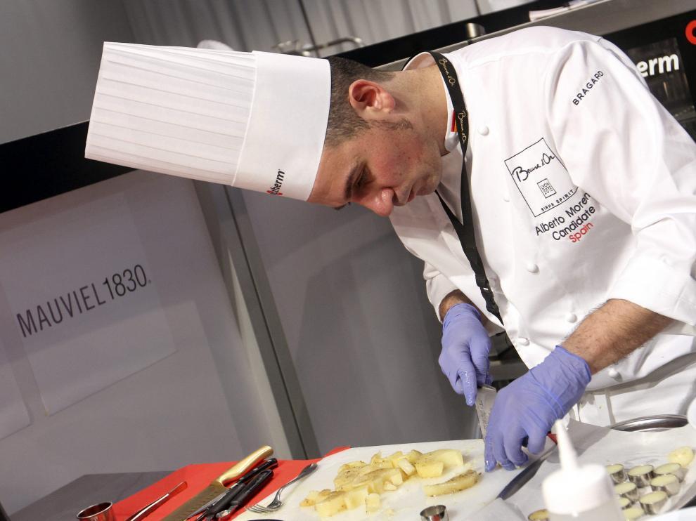 El chef español Alberto Moreno, durante la final del concurso de cocina Bocuse d'Or.