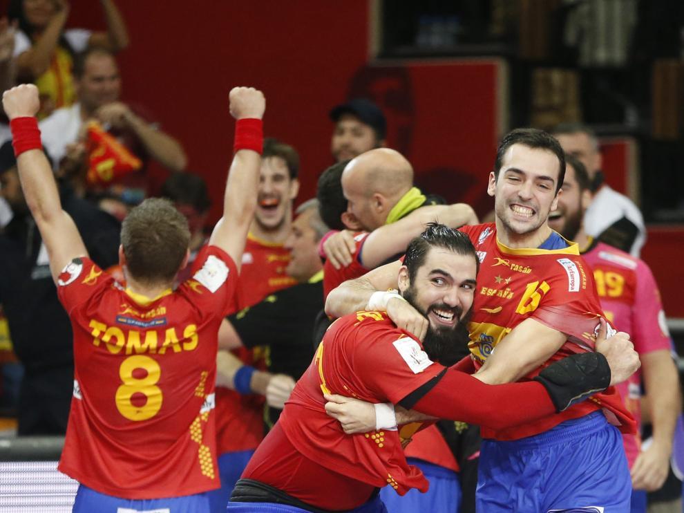 Celebración de la Selección española de Balonmano tras ganar a Dinamarca
