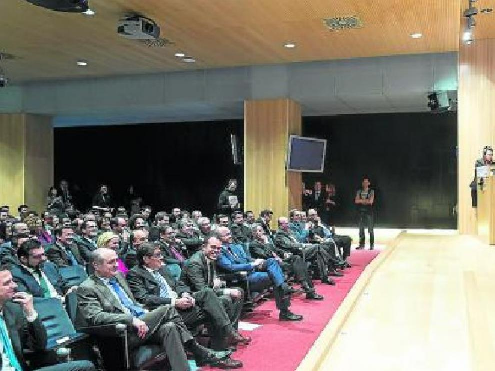 La ponencia de Risto Mejide. El publicista habló de la importancia de la marca personal en la celebración de AJE Aragón en instalaciones de Ibercaja. Un discurso que en términos generales gustó a los asistentes.