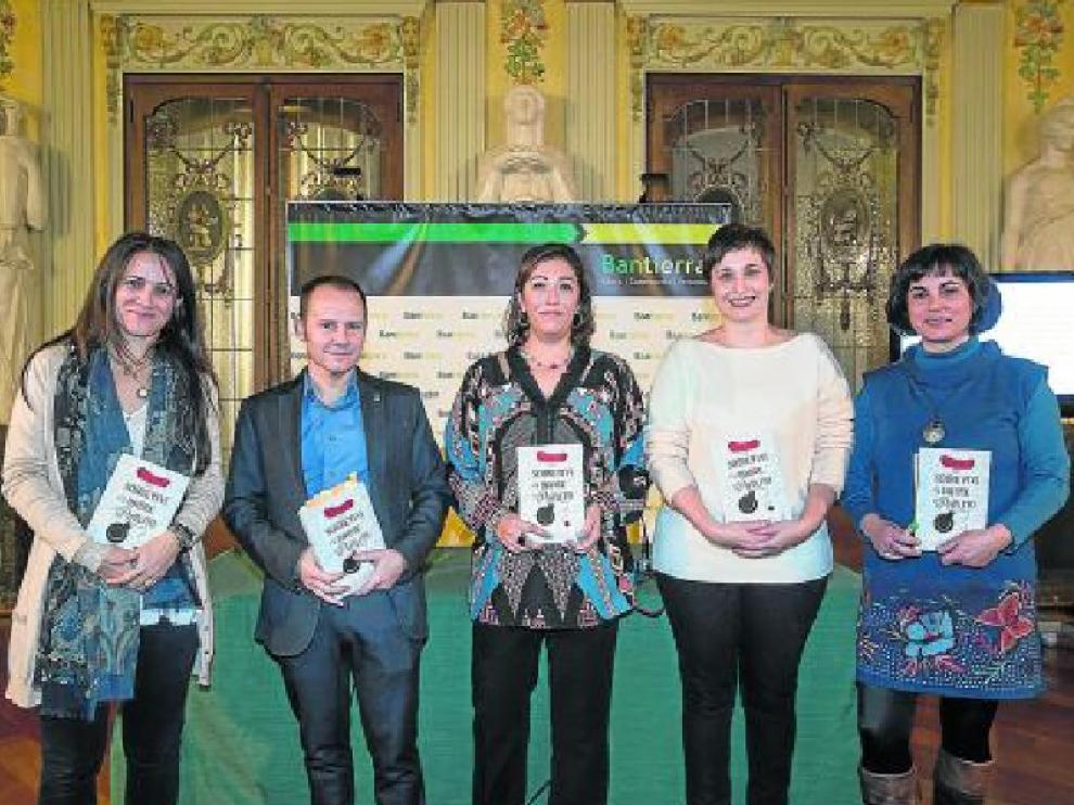 Jana Catalán, Javier Romero, María Frisa, Miriam Galán y Julia Millán, en Bantierra.