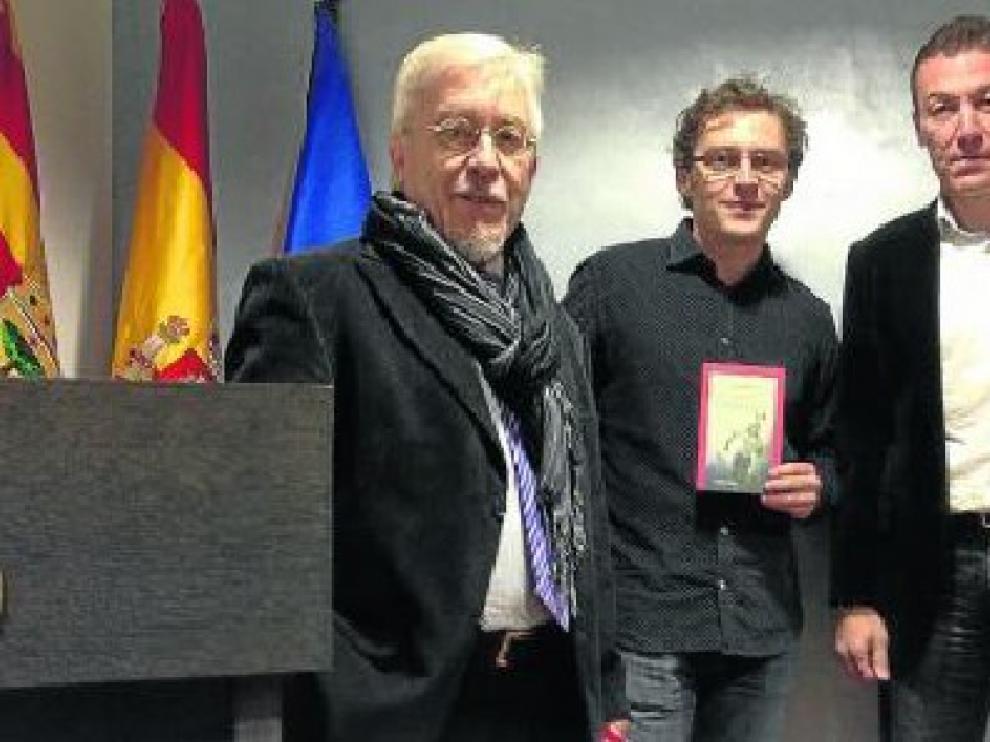 El editor Joaquín Casanova, el autor Juan Herranz y el exjugador Xavi Aguado durante la presentación del libro 'Real Zaragoza 2.0', que tuvo lugar el pasado martes en el salón de actos de la FederaciónAragonesa de Fútbol.