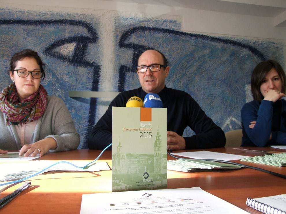 Presentación de la agenda con el gerente de Tarazona Monumental, Julio Zaldívar, y dos técnicos de patrimonio