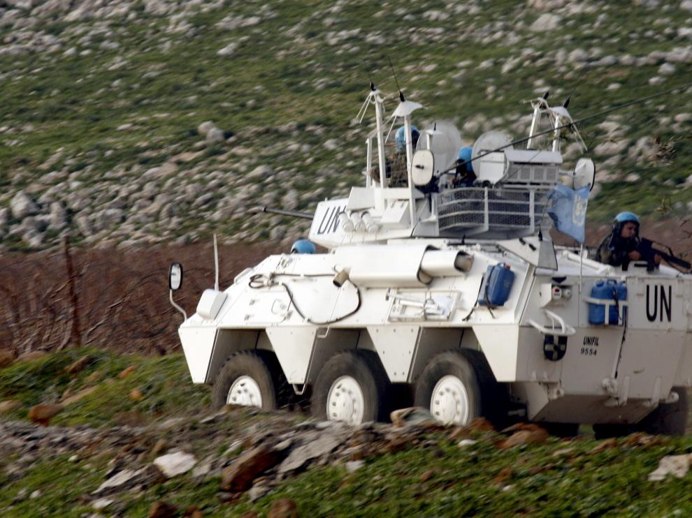 Cascos azules de la ONU patrullan en el Líbano, cerca de la frontera con Israel