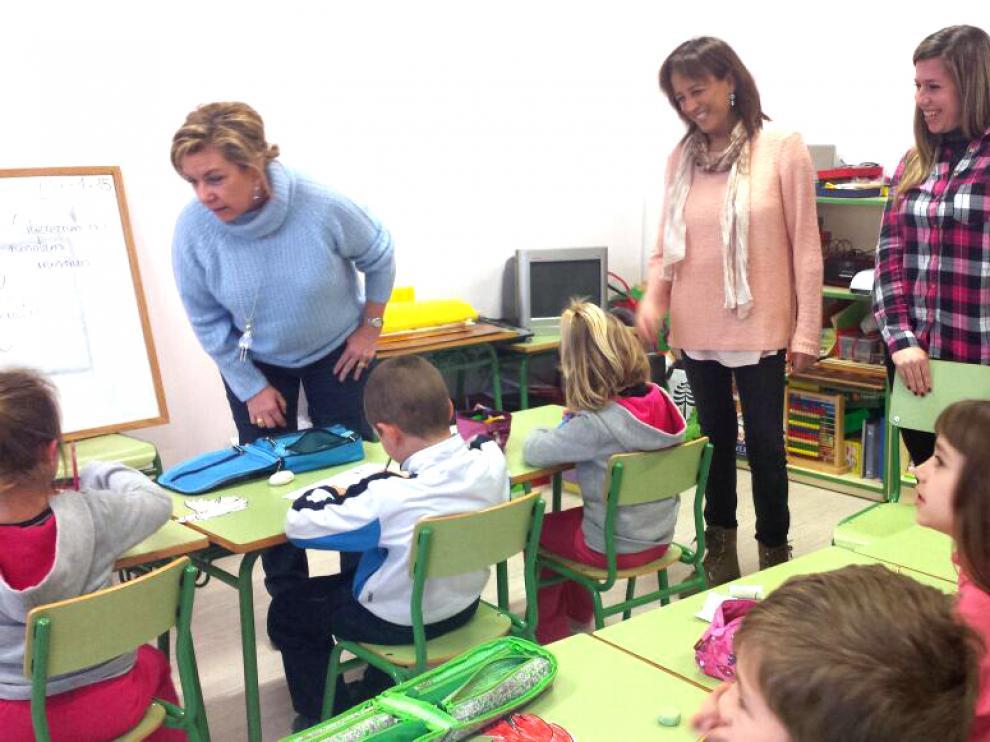 Dolores Serrat visita el colegio de Berdún