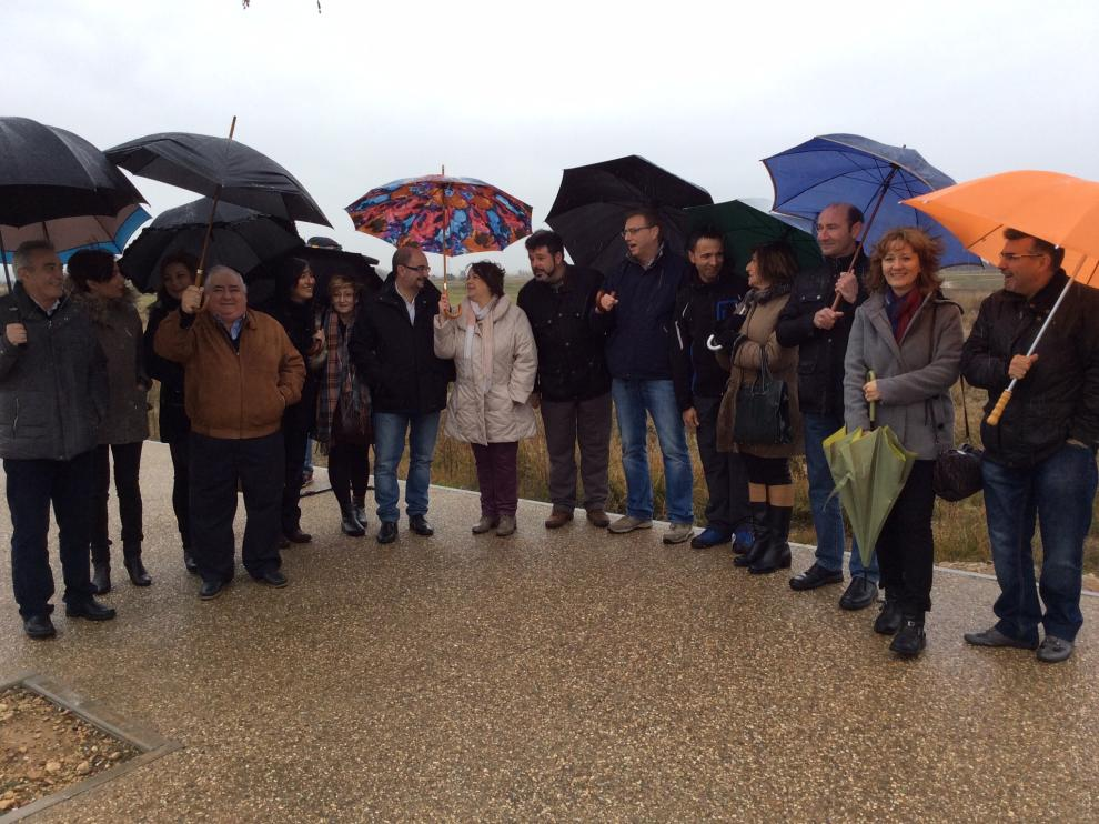 Visita de Lambán al solar donde se construirá el futuro IES de la Puebla de Alfínden