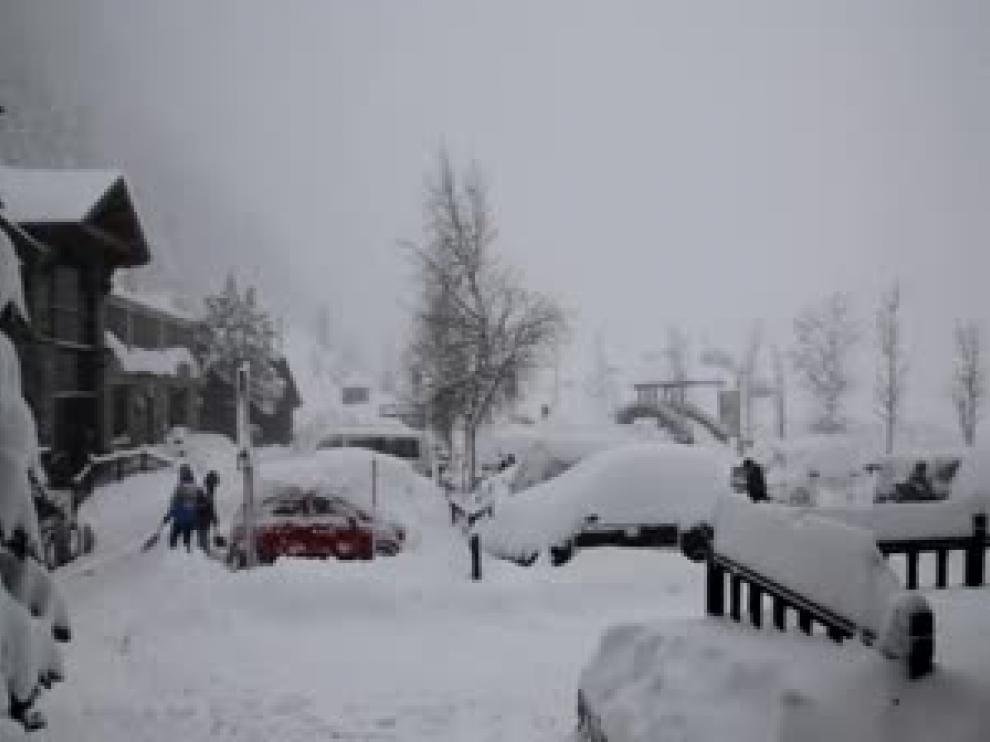 Nieve en Llanos del Hospital, en Benasque
