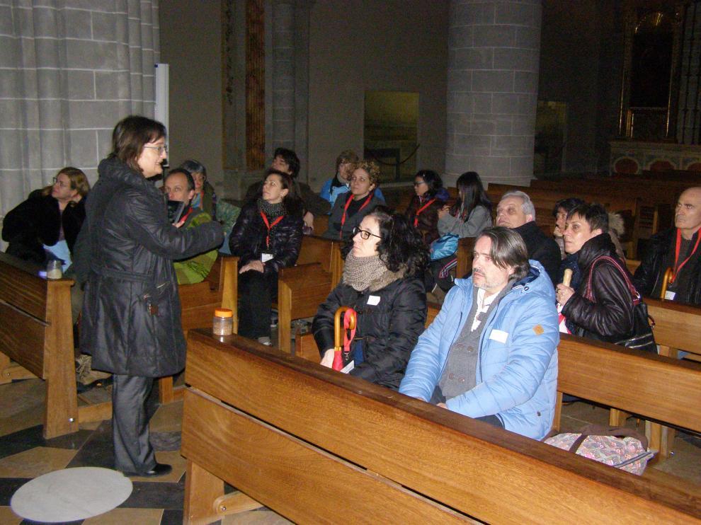 Un grupo de turistas zaragozanos en el interior de la catedral