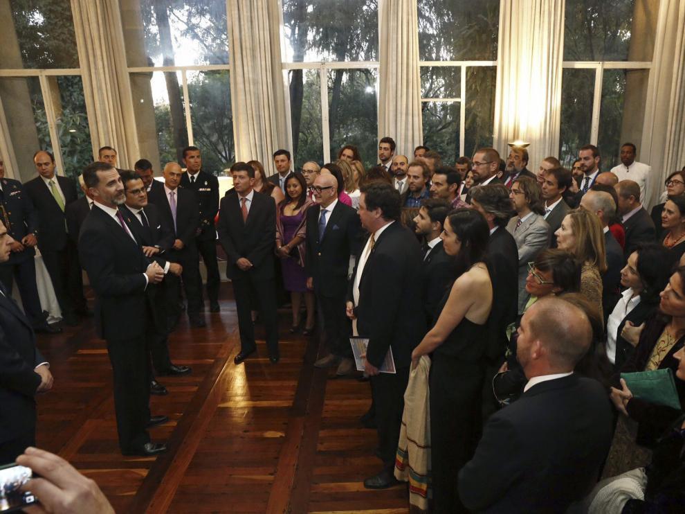 El rey Felipe VI se reúne con la comunidad española