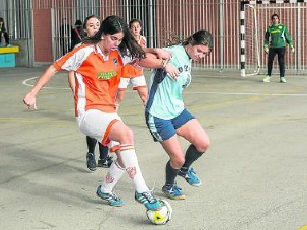 El colegio Bajo Aragón levantó el telón del torneo de fútbol sala.