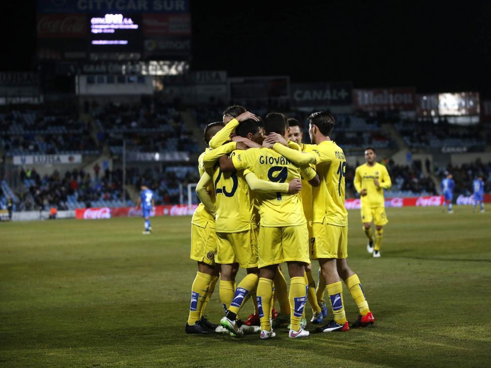 Los jugadores del Villarreal celebran el pase