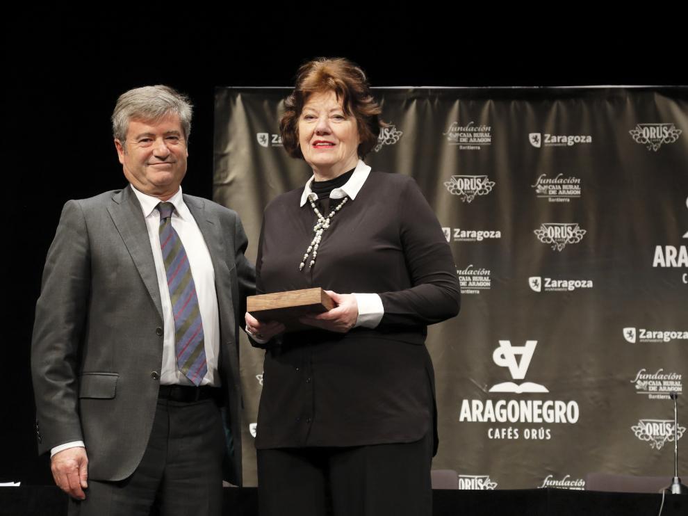 Anne Perry, premiada en el festival, con Javier Marco, de Cafés Orús.
