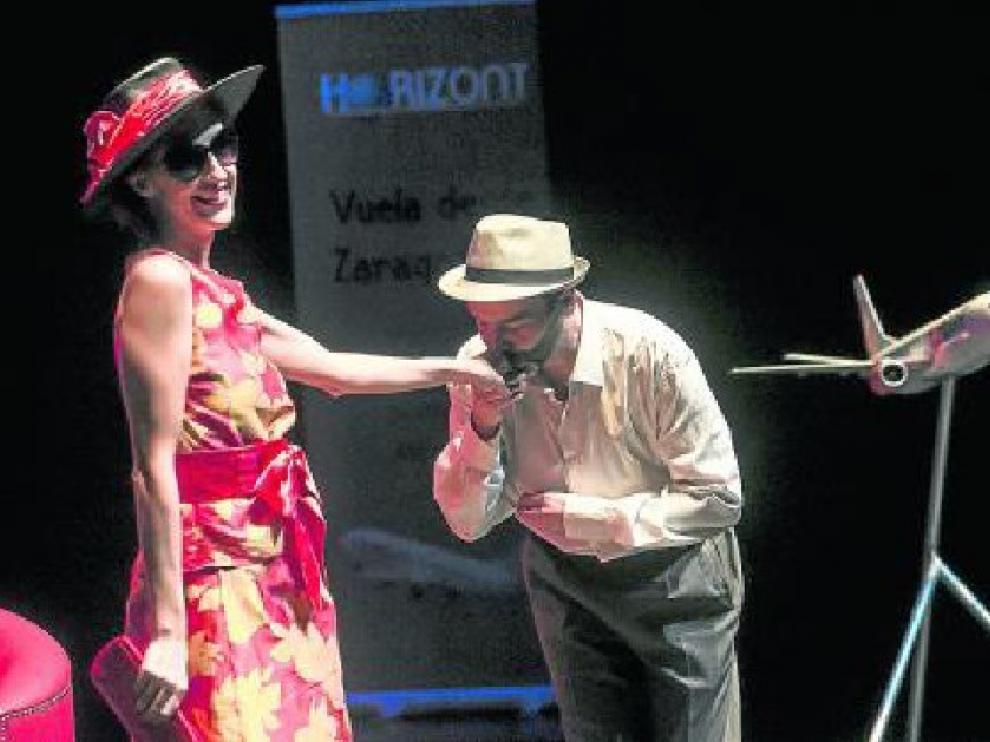 De Roma a Zaragoza, a Sevilla y a Múnich. La presentación de la nueva aerolínea aragonesa Air Horizont no se realizó por casualidad en el Teatro de las Esquinas. El evento incluyó una representación que gustó a los asistentes.