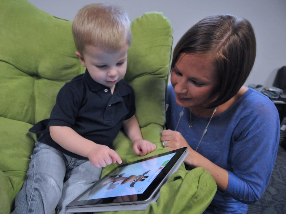 """Los expertos recomiendan que los padres supervisen el uso de estos dispositivos por parte de los más pequeños para reforzar su """"valor educativo"""""""