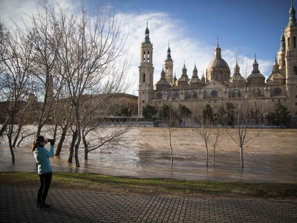 El Ebro a su paso por el centro de Zaragoza este martes por la mañana