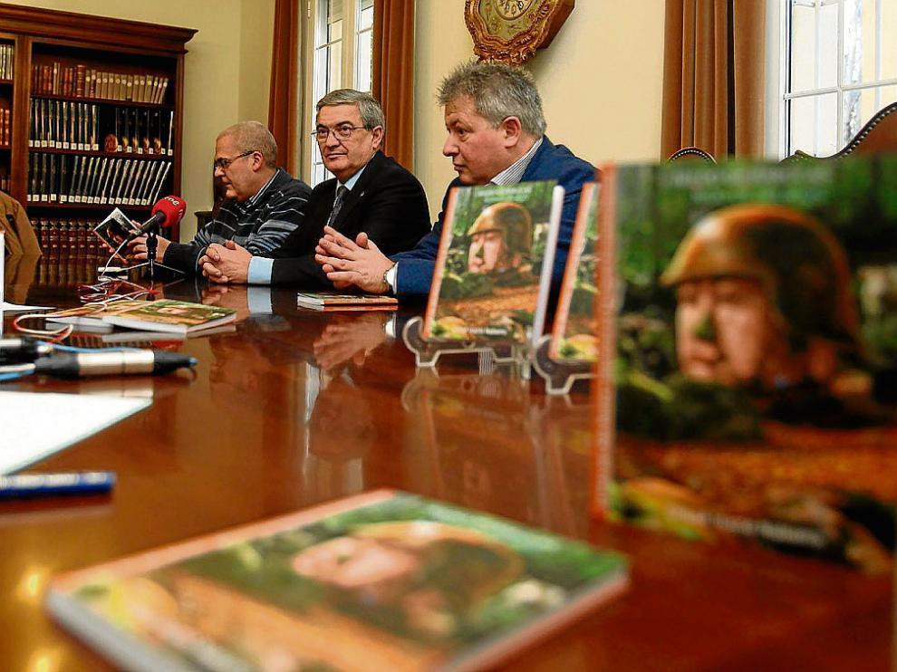 José Ángel Sánchez, Fernando Alvira y Chusé Inazio Nabarro en la presentación del libro.