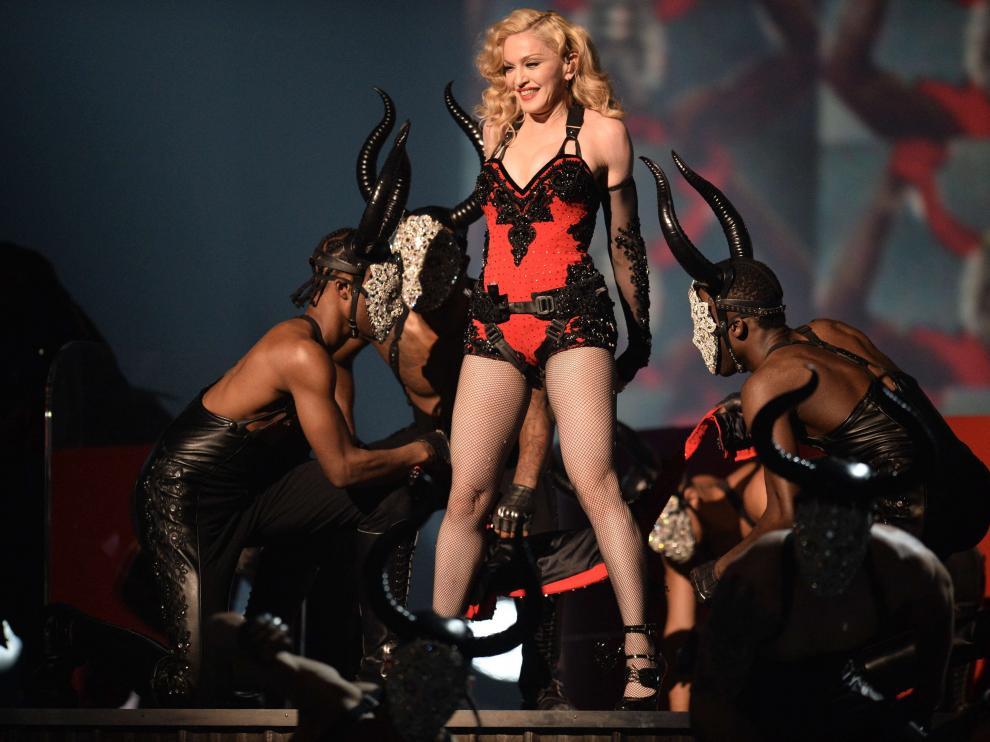 Una Madonna 'torera' sorprende en la alfombra de los Grammy