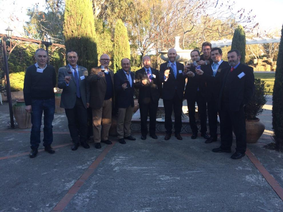Los miembros de la delegación aragonesa brindan por el triunfo de la candidatura del Campo de Borja en Perpiñán.